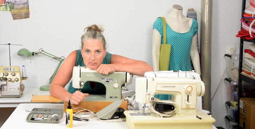 Esther te Brake en haar naaimachine